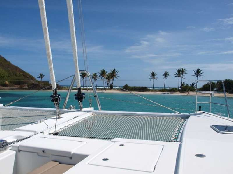 Catamaran Lagoon 560 beach view