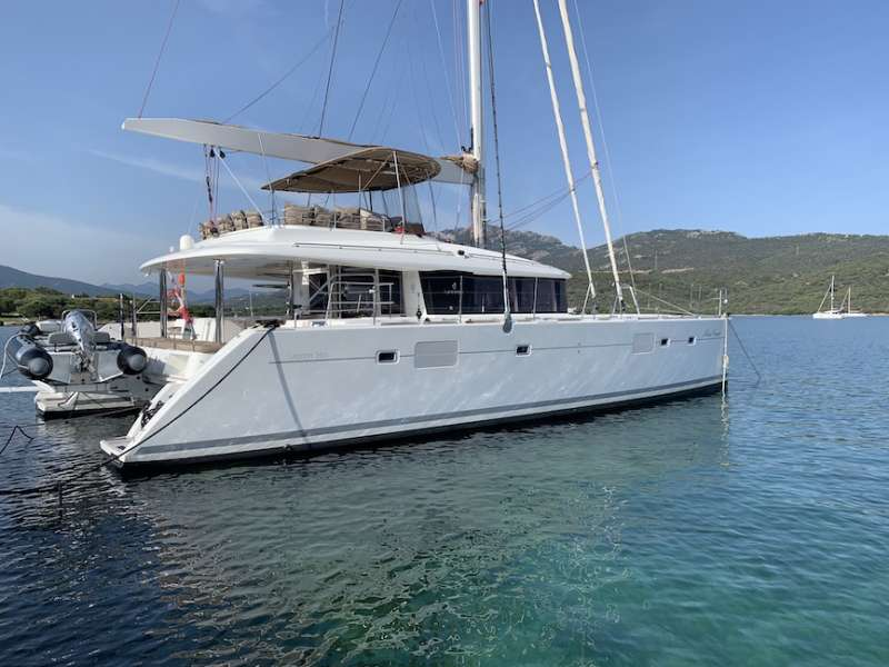 Catamaran Lagoon 560 external side
